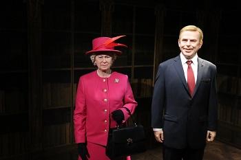 Královna Alžběta se v Grévin Praha setkává s Václavem Havlem jako před 21 lety při první návštěvě Prahy