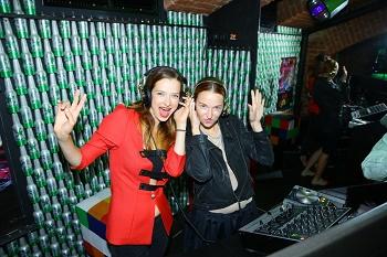 Marika Šoposká a Berenika Kohoutová si zahrály na DJs IMG 3881