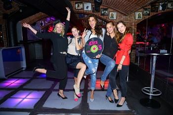 Partička pěti holek si párty v clubu Café 80s užila IMG 3318