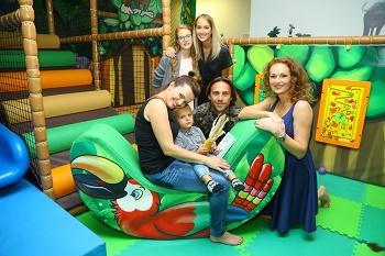 c VIPky s dětmi kupodivu v dětském koutlku restaurace IMG 4474